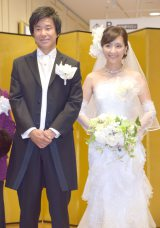 『ユミカツラブライダル50周年記念展』の開会式に出席した(左から)中山雅史、生田智子夫妻 (C)ORICON NewS inc.