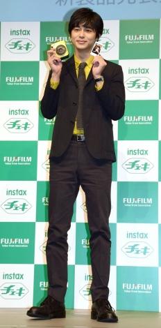富士フイルム『チェキ』新製品発表会に出席した東出昌大