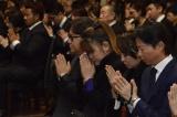 川島なお美さんの通夜に参列した(左から)秋元康氏、山田邦子、神田うの