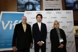 石井隆監督(右)とともに『バンクーバー国際映画祭』に参加した東出昌大(中央)。プログラマーのトニー・レインズ氏(左)からは主演作を絶賛された