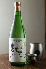 村上市の地酒「〆張鶴 純」