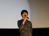 映画『バクマン。』の舞台あいさつに1人で登壇した新井浩文
