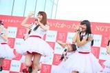 「君に会いたかったから!NGT48全員揃えちゃいましたLIVE」に出演した(左から)NGT48の柏木由紀、北原里英(C)AKS