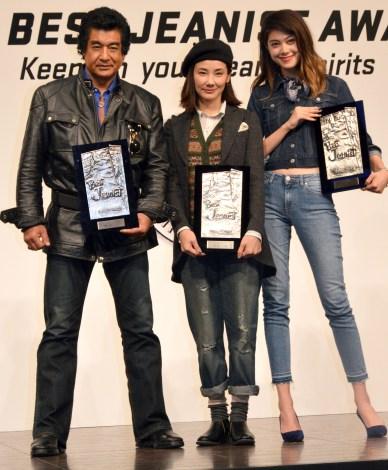 第32回『ベストジーニスト2015 』の授賞式に出席した(左から)藤岡弘、、吉田羊、森星 (C)ORICON NewS inc.