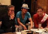『おじゃMAP!!スペシャル』で行った山本耕史(右)の結婚祝いサプライズパーティー