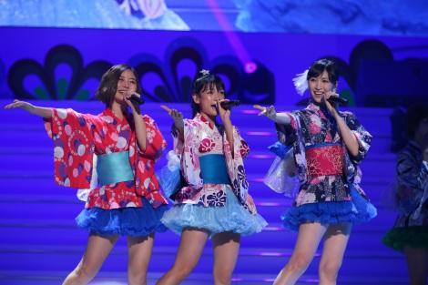浴衣をアレンジした衣装で登場したアイドリング!!!(左から)朝日奈央、外岡えりか、横山ルリカ=『15th LIVE ング!!!ング!!!祭りだ!!! 〜良きところで武道館グ!!!』