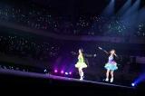 アイドリング!!!最初で最後の日本武道館公演より(左から)2期生の酒井瞳、河村唯