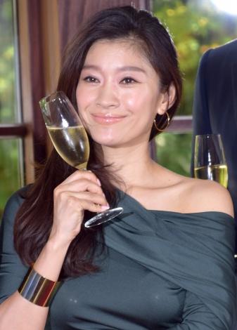 「個人的に偏屈な人が好き」と意外な好みを告白した篠原涼子=ドラマ『オトナ女子』の記者会見 (C)ORICON NewS inc.
