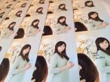 玉森裕太と西内まりやが直筆でメッセージとサインを書き込んだ『レインツリーの国』大型スタンディ(サイズ:縦2m×横2m10cm)