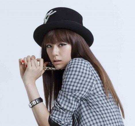 サムネイル クールなスタイルで魅せる西内まりや/デビュー曲「LOVE EVOLUTION」MV