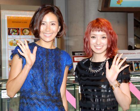 『ピンクリボン・ネイルアートコレクション2014』オープニングセレモニーに出席した(左から)長谷川理恵、南明奈 (C)ORICON NewS inc.