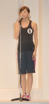 2ndステージでは陸上のもも上げを披露した朝比奈彩さん
