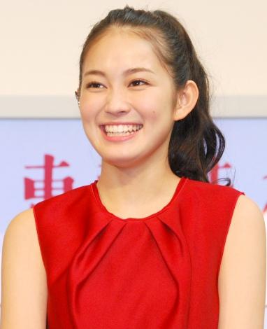上京した際、生まれて初めてマカロンを食べたことを明かした吉本実憂=『東京味わいフェスタ2015』オープニングセレモニー (C)ORICON NewS inc.
