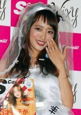 ジャングルポケット・太田と結婚した近藤千尋、左手薬指の輝く指輪を披露し幸せいっぱいの笑顔 (C)ORICON NewS inc.