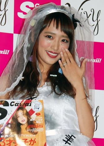 サムネイル ジャングルポケット・太田と結婚した近藤千尋、左手薬指の輝く指輪を披露し幸せいっぱいの笑顔 (C)ORICON NewS inc.