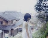 大人っぽい表情も… 『NHK 連続テレビ小説 まれ 写真集』より