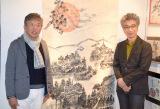 約2メートルの竹紙に描いた墨絵作品を公開した村上ショージ(左)と村上にオファーしたおかけんた (C)ORICON NewS inc.