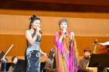 「台湾まつり in 加賀市   台北市立國楽団 日本公演」に出演した(左から)台湾歌手の寒雲、クミコ