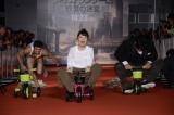 三輪車に挑戦中=映画『メイズ・ランナー2:砂漠の迷宮』ジャパンプレミア