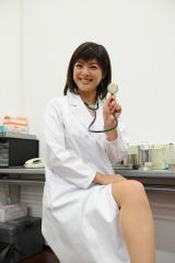 ABC『おはよう朝日です』でおなじみの喜多ゆかりアナウンサーがドラマ『チア☆ドル』に女医役で出演(C)ABC