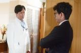 NHK『破裂』(毎週土曜 後10:00)の白衣男子=椎名桔平(C)NHK