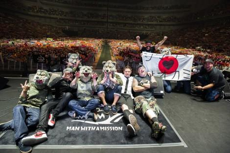 「オオカミ×シマウマ」対決でファンを熱狂させたMAN WITH A MISSION&ゼブラヘッド photo by Nobuyuki Kobayashi & Daisuke Sakai