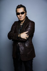 アーティストデビュー30周年を迎えた米米CLUBでも活躍する石井竜也