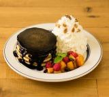 真っ黒な見た目が話題になりそうな『Ekahi パンケーキ』(税込1650円)