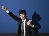 ソフトバンクの新CM『MOON RIVER』篇で元『鉄腕アトム』を演じる堺雅人