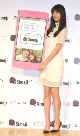 白レースのワンピースで美脚を披露した山本美月=日本語文字入力&顔文字キーボード『Simeji』新CM発表会 (C)ORICON NewS inc.