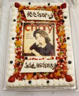 ジャケット写真のデザインのバースデーケーキ=7枚目のシングル「好きで好きで好きすぎて」発売記念ライブ