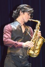 『25thANNIVERSARY TOUR〜BREATHLESS〜武田真治 FEATURING FRIED PRIDE』より (C)ORICON NewS inc.