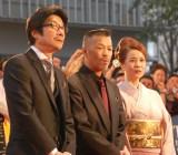 『第28回東京国際映画祭』のレッドカーペットに登場した(左から)阪本順治監督、辰吉丈一郎、妻のるみさん (C)ORICON NewS inc.