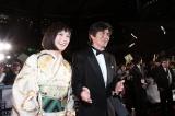 『第28回東京国際映画祭』のレッドカーペットに登場した(左から)本田翼、佐藤浩市