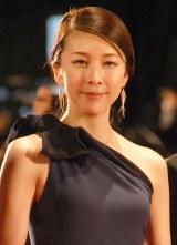 『第28回東京国際映画祭』のレッドカーペットに登場した竹内結子 (C)ORICON NewS inc.