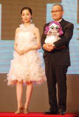 『第28回東京国際映画祭』のレッドカーペットに登場した(左から)島崎遥香、中田秀夫監督 (C)ORICON NewS inc.
