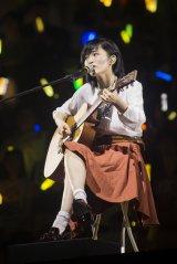山本彩は「365日の紙飛行機」を歌唱した (C)NMB48