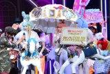 『ViVi Night in TOKYO 2015〜HALLOWEEN PARTY〜』の仮装コンテストでグランプリに輝いた3人組 (C)oricon ME inc.