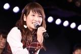 笑顔でファンやメンバーに感謝を伝えた川栄李奈 (C)AKS