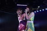 川栄李奈卒業公演の模様。同期の小嶋菜月(左)は序盤から涙を流した (C)AKS