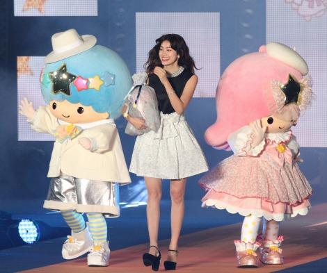 サムネイル Girls Awardのステージに登場した森星とキキ&ララ(写真:片山よしお) (C)oricon ME inc.