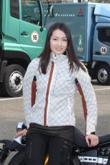 『東京モーターショー60周年記念パレード』のライダーとして参加した荒川静香 (C)oricon ME inc.
