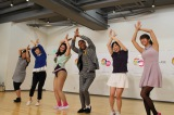 TOKYO MX開局20周年を盛り上げるアナウンサーを発掘。最終選考に臨んだ5人とプロダンサー・えんどぅ(右から3人目)