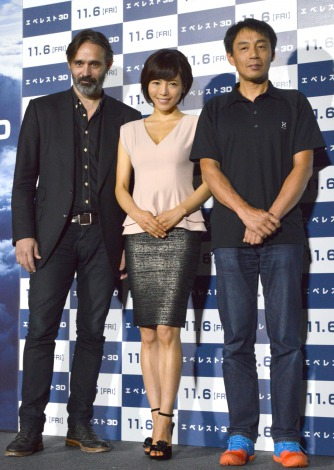 (左から)パルタザール・コルマウクル監督、釈由美子、アルピニスト・角谷道弘=映画『エベレスト3D』チャリティー試写会 (C)ORICON NewS inc.