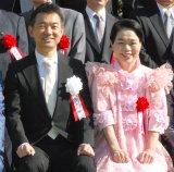 「第50回大阪市市民表彰」表彰式に出席した(左から)橋下徹大阪市長、今くるよ (C)ORICON NewS inc.