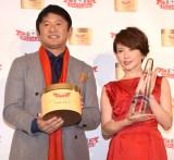 ドクターシーラボ『第2回ベストハリ肌ニスト』の授賞式に出席した(左から)武田修宏、三浦理恵子 (C)ORICON NewS inc.