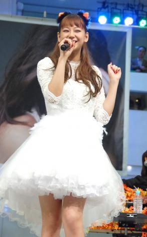 ハロウィン風衣装で登場した西内まりや=4thシングル「save me」発売記念イベント (C)ORICON NewS inc.
