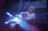 X JAPANのカバーではドラムを披露したGACKT