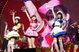 『日テレ HALLOWEEN LIVE 2015』昼公演で「ハート型ウイルス」を披露した(左から)HKT48神志那結衣、AKB48小嶋陽菜、HKT48坂口理子