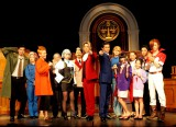 舞台『逆転裁判2 〜さらば、逆転〜』ゲネプロ公演前にフォトセッションに応じたキャスト陣。(C)De-view